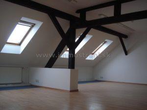 Podkrovné kancelárske priestory o výmere 130 m2 s možnosťou rozšírenia na prenájom - Palisády