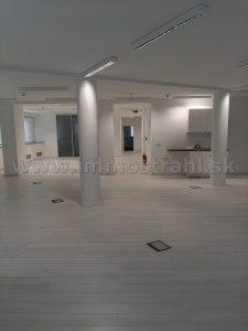 Reprezentatívny kancelársky priestor o výmere 213 m2 + 40 m2 terasa (grátis) na prenájom na Plynárenskej ul. v objekte Bratislava Business Center I