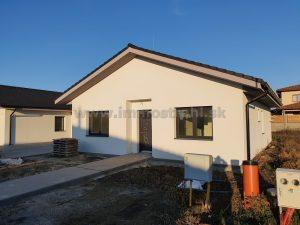 Rodinný dom s garážou 120,11 m2 na pozemku 500 m2 na predaj vo Veľkom Mederi