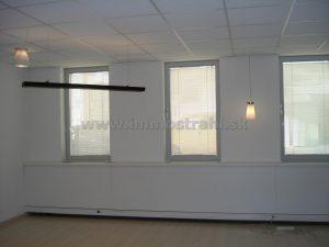Samostatná kancelária 42 m2 na prenájom v administratívnom objekte na Štetinovej ulici
