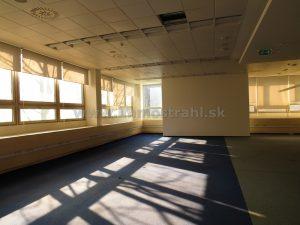 Administratívna budova 5700 m2 (1 PP + 8 NP) na prenájom na Hanulovej ulici v Bratislave