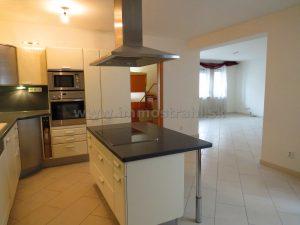 Nadštandardný priestranný 4-izbový byt 136 m2 + 27 m2 terasy + 20 m2 sklad + 2,5 park.miesta na predaj na Zámockej ulici