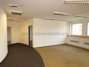 Reprezentatívny kancelársky priestor o výmere 100,55 m2 na prenájom na Plynárenskej ul. v objekte Bratislava Business Center I