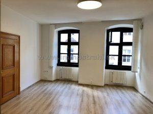 Reprezentatívny kancelársky priestor na prenájom o ploche 20 m2 v objekte na Michalskej ulici.