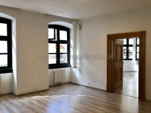 Reprezentatívny kancelársky priestor na prenájom o ploche 73,18 m2 v objekte na Michalskej ulici