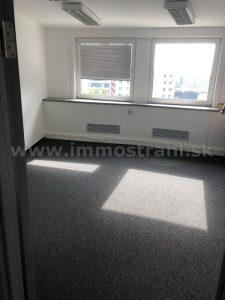 Reprezentatívny administratívny priestor o výmere 55 m2 na prenájom v polyfunkčnom objekte Bratislava Business Center I na Plynárenskej ulici v Bratislave