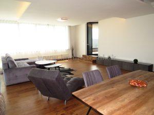 Priestranný 4-izbový byt 179,23 m2 + 12 m2 terasa + 2 parkovacie miesta na prenájom v objekte River Park na Dvořákovom nábreží v Bratislave